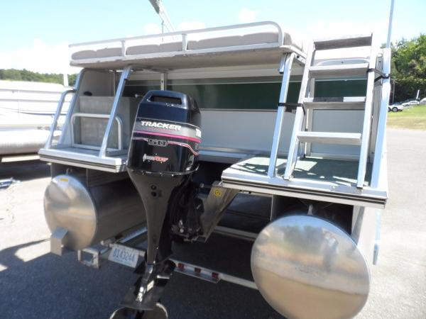 2000 Sun Tracker PARTY BARGE 21 Signature Series