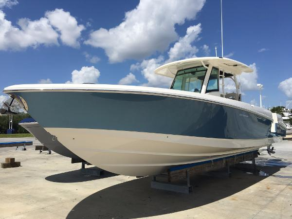 2017 Boston Whaler 350 Outrage