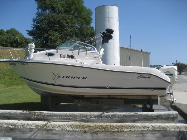 2001 Seaswirl Striper 2101