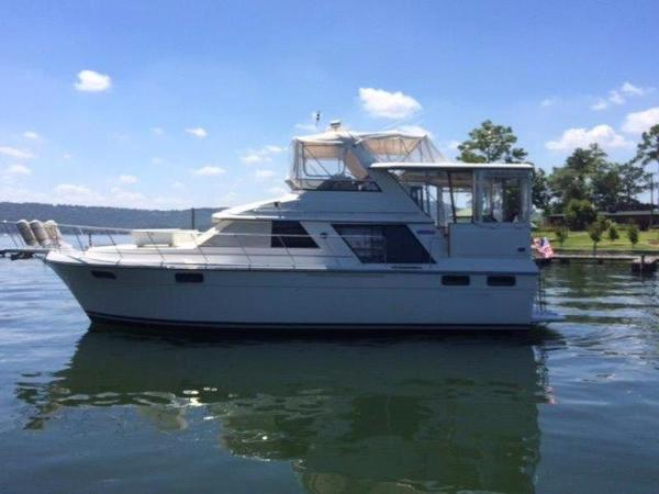 1998 Carver Yachts 4207