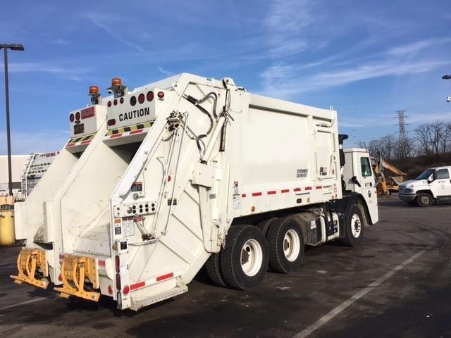 2011 Mack Leu613  Garbage Truck