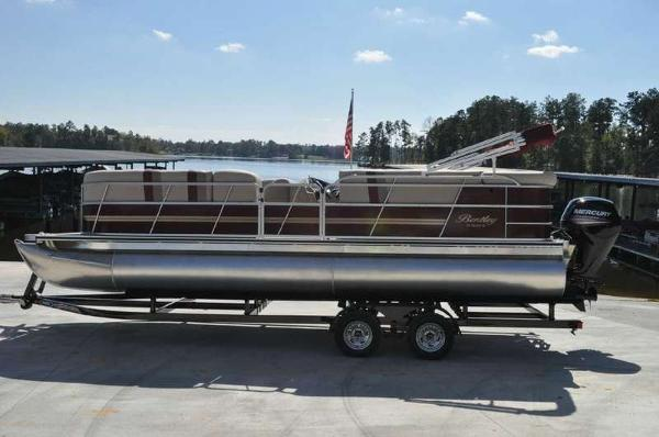 2016 Encore Boat Builders Bentley Cruise 240