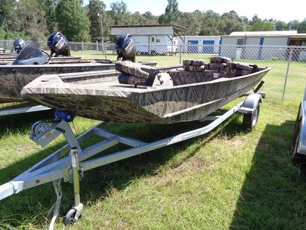 2017 LOWE BOATS Roughneck 16DT