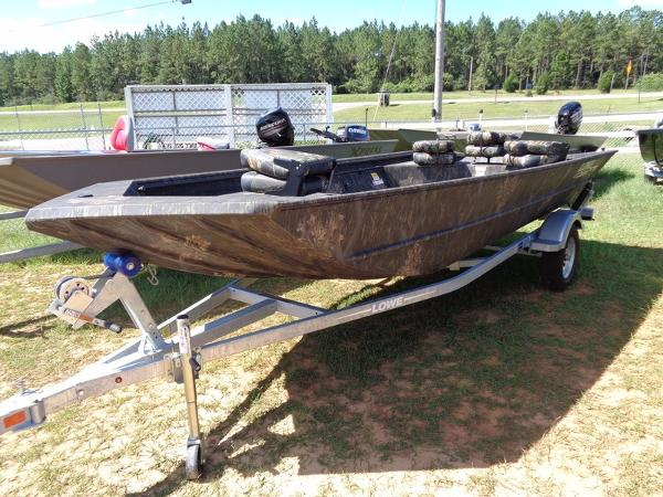 2017 LOWE BOATS Roughneck 17DT