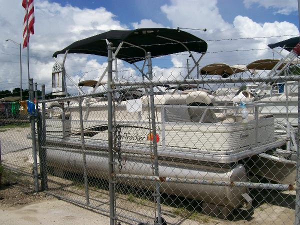 2009 Sun Tracker 21 Fishin Barge