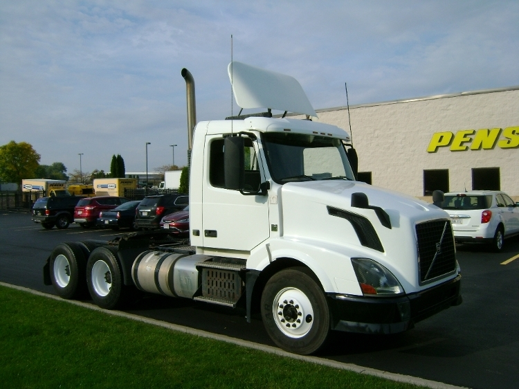 2012 Volvo Vnl Conventional - Day Cab