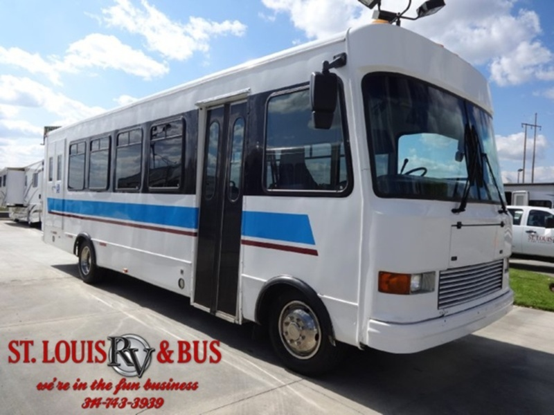 2001 Ford Supreme Bus 27