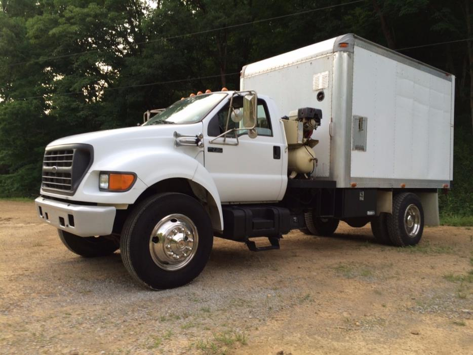 2000 Ford F750 Fuel Truck - Lube Truck