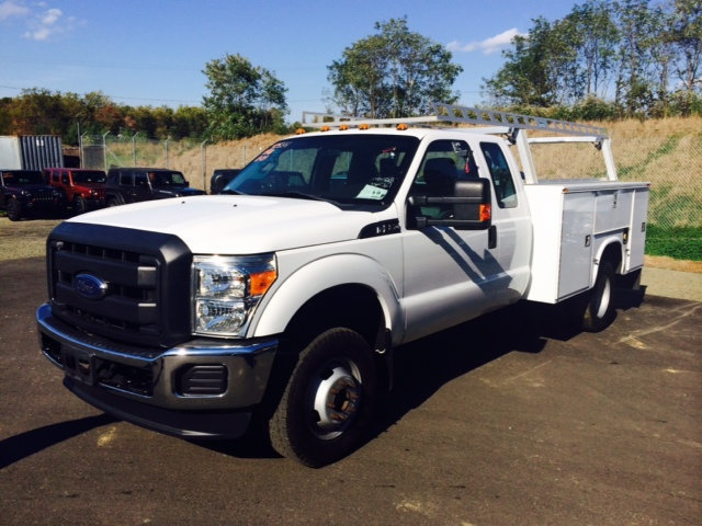 2013 Ford Super Duty F-350 Drw Cab-Chassis  Utility Truck - Service Truck