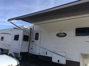 2015 39ft 2bedroom 5th wheel