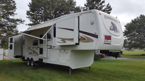 2009 Cedar Creek Silverback 36L5S