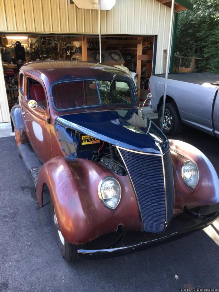 1937 Ford touring Sedan