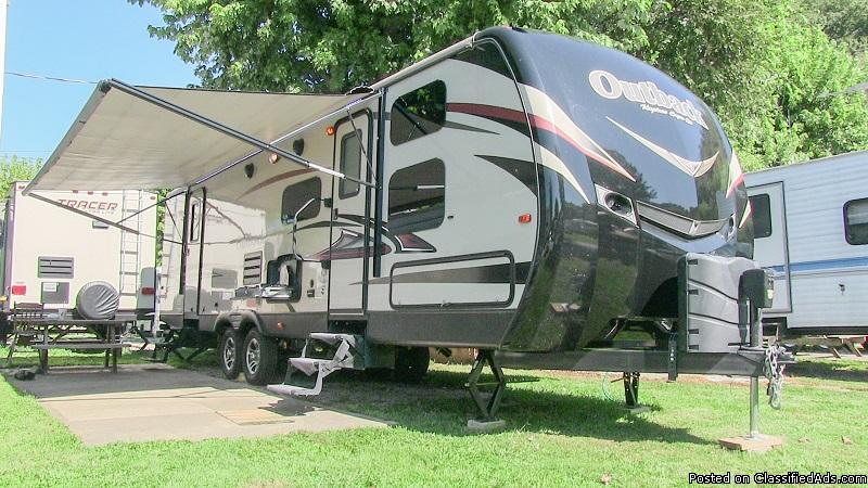2015 Keystone Outback 301BQ bunkhouse travel trailer, Louisville KY.