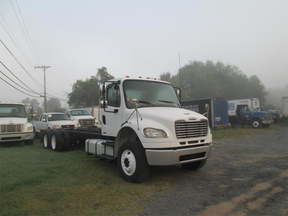 2008 Freightliner Business Class M2 106  Cab Chassis