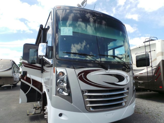 2017 THOR MOTOR COACH CHALLENGER 37LX FULL WALL SLIDE KING BED
